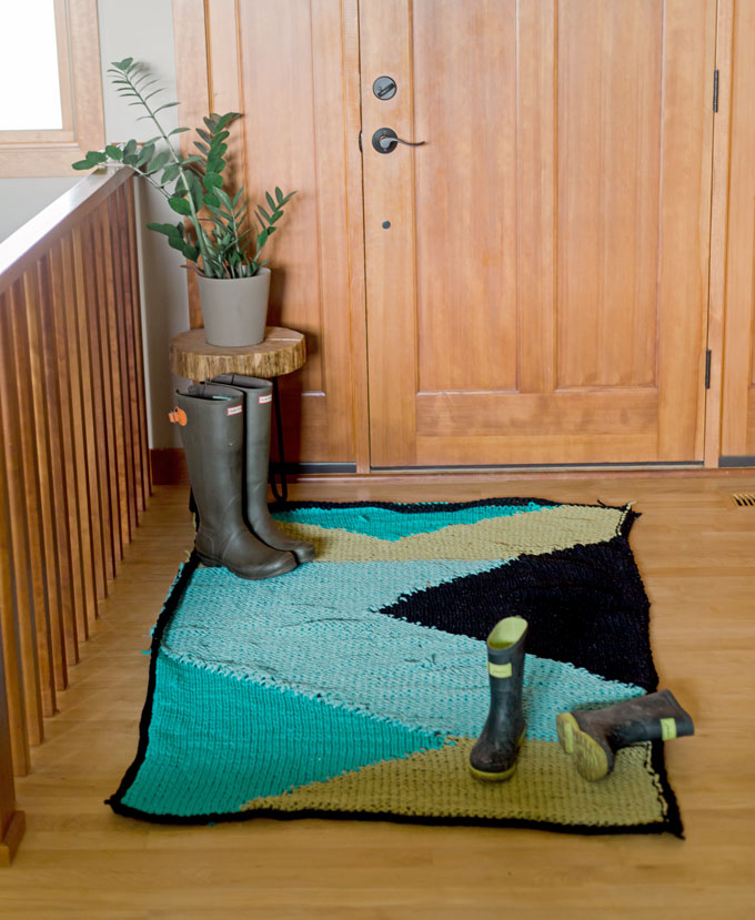 How to knit a t-shirt rug + my solution