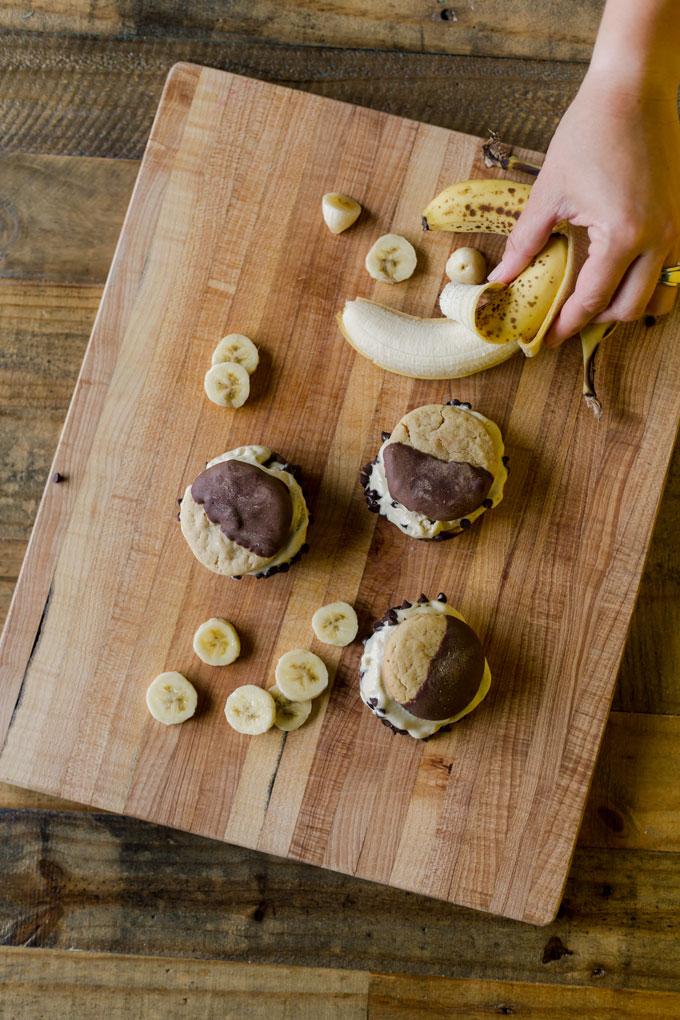 peanut butter ice cream sandwich, ice cream sandwich recipe, homemade ice cream sandwich, peanut butter banana ice cream sandwich, homemade ice cream recipe, easy ice cream recipe, banana ice cream, banana custard recipe