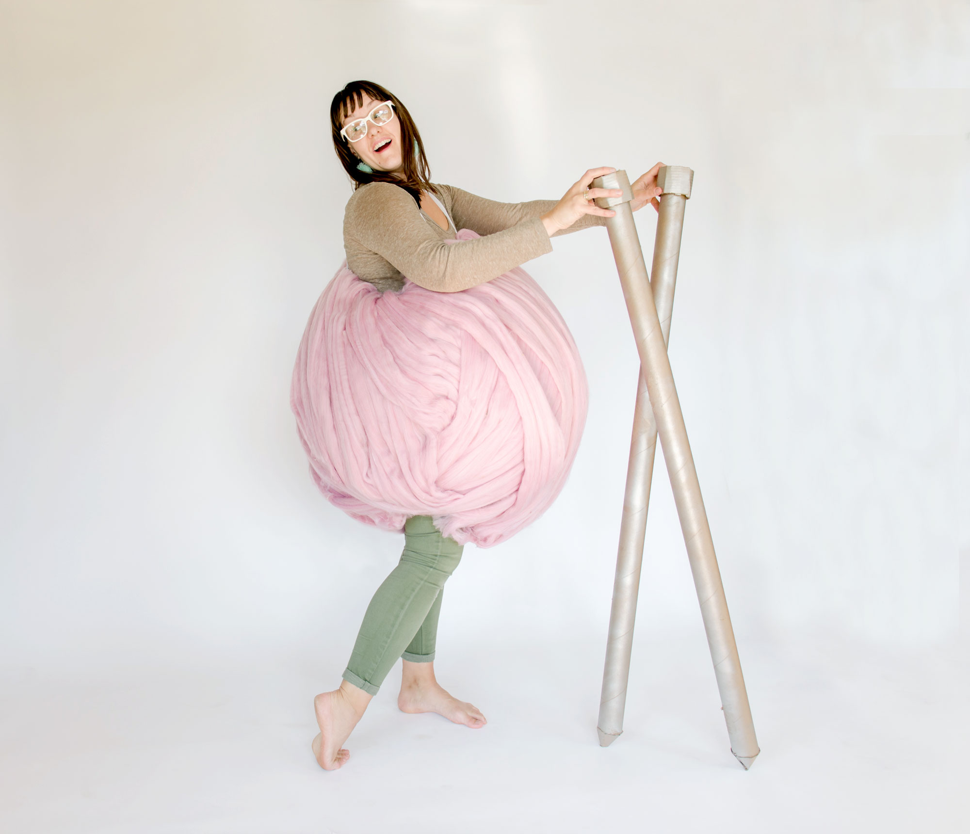 DIY Yarn ball costume, DIY Halloween costumes, DIY halloween, handmade halloween costume, how to make a yarn ball costume