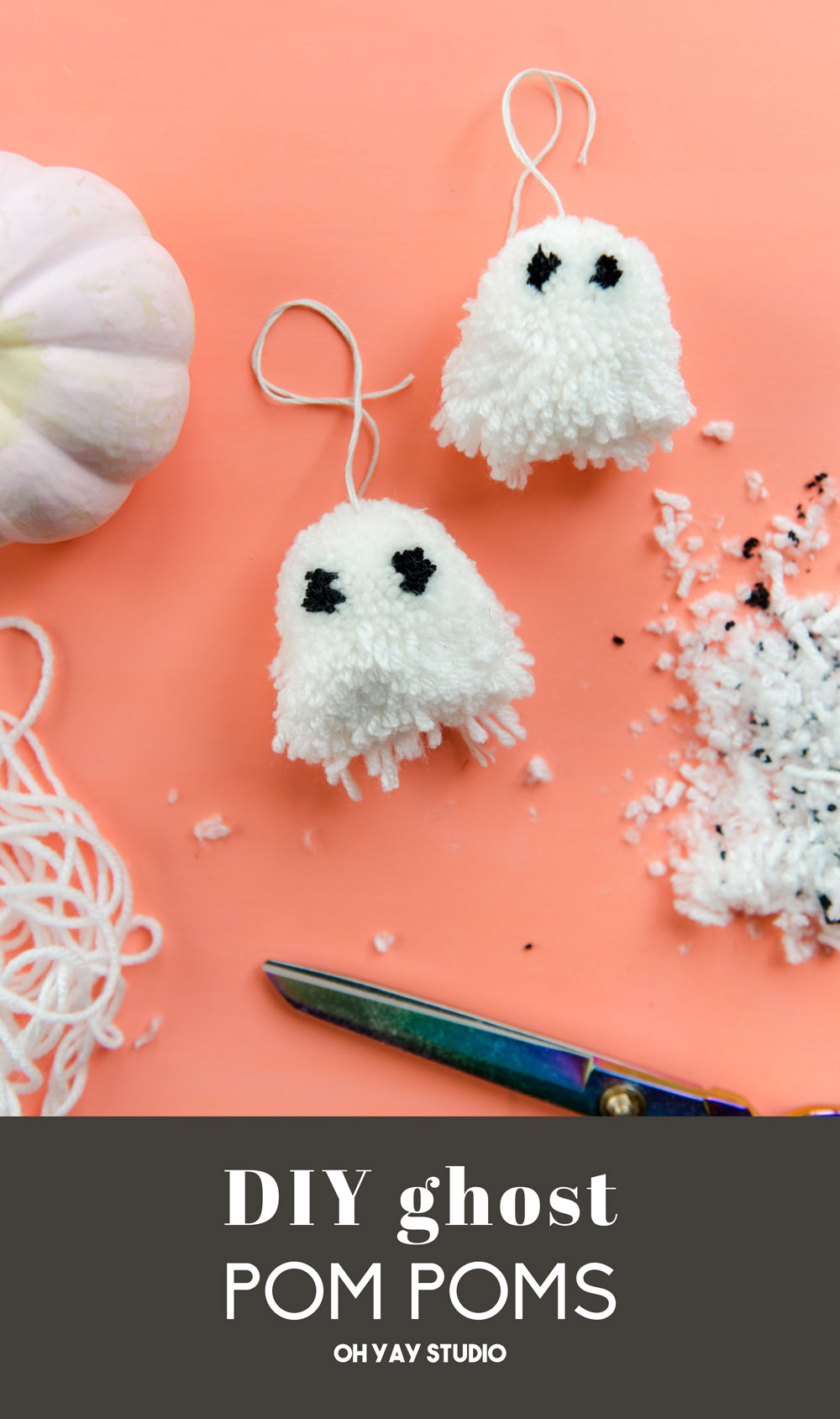 DIY ghost pom pom, DIY halloween decor, DIY halloween idea, Halloween decor ideas, fast and kid friendly Halloween decor