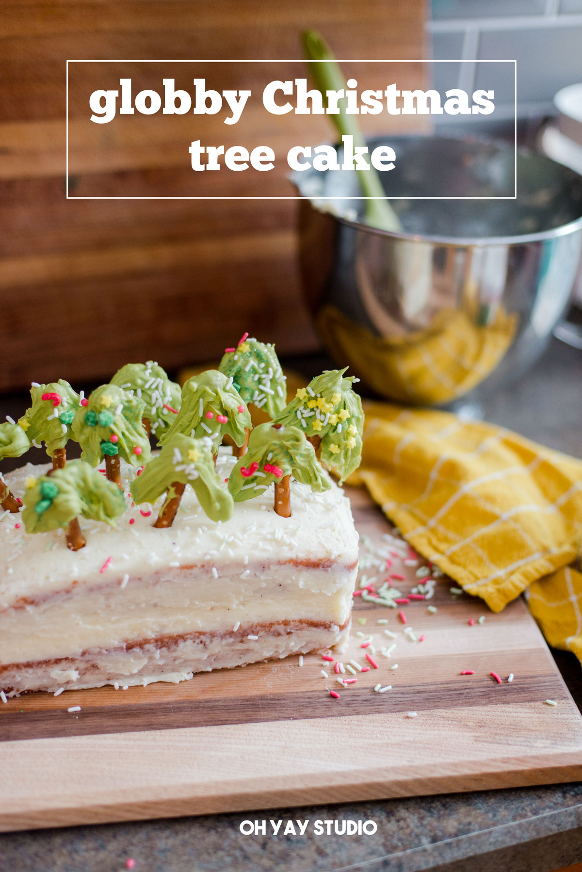 How to make an easy Christmas tree cake, Christmas cake DIY, pretzel christmas tree DIY