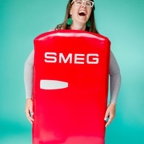 how to make a SMEG fridge costume, refrigerator costume, Cardboard costume idea, DIY halloween costume, Cardboard halloween costume idea