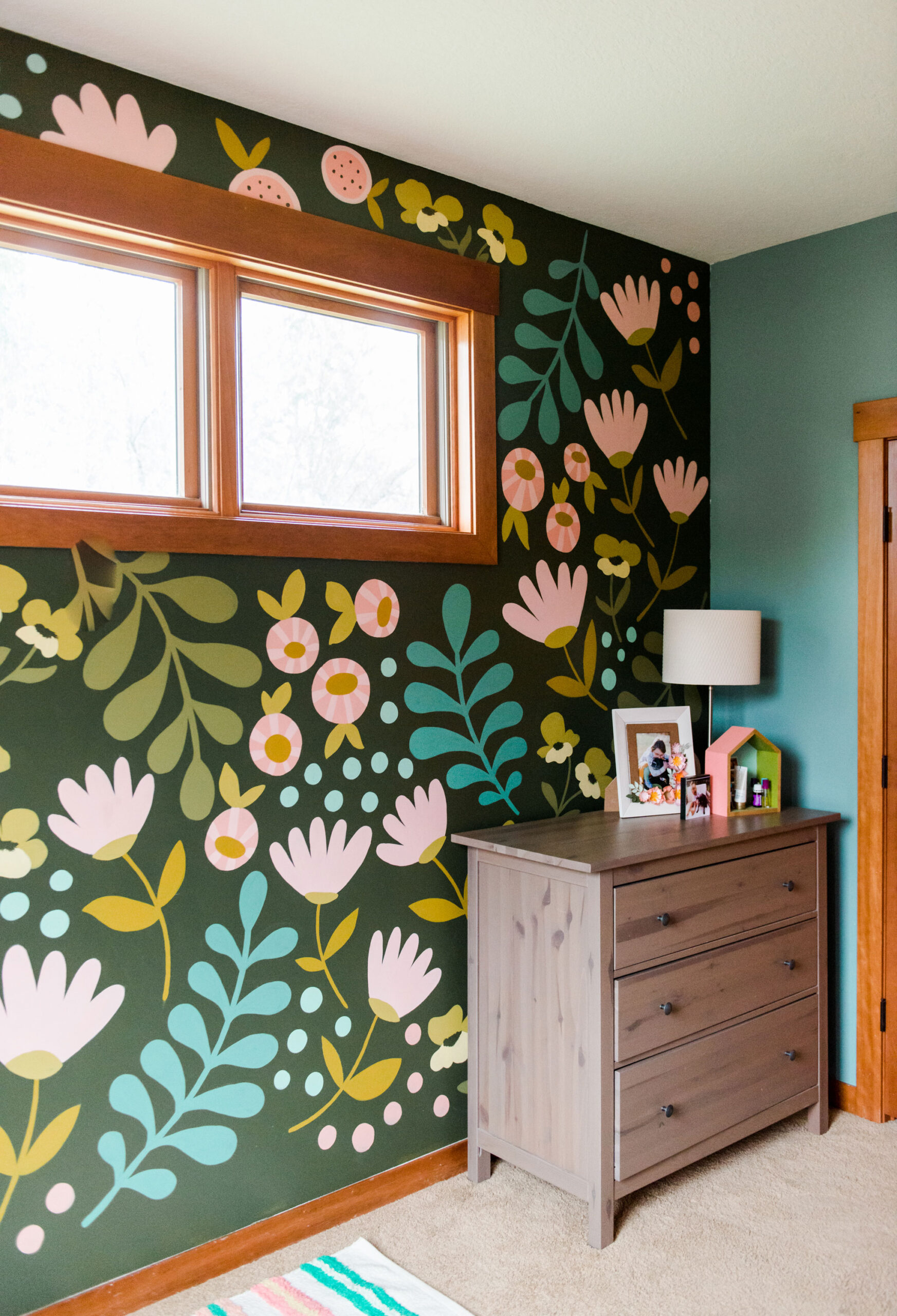 How to paint a floral wall mural, Floral painting DIY, bedroom mural, bedroom floral mural, mural for a bedroom, floral bedroom mural