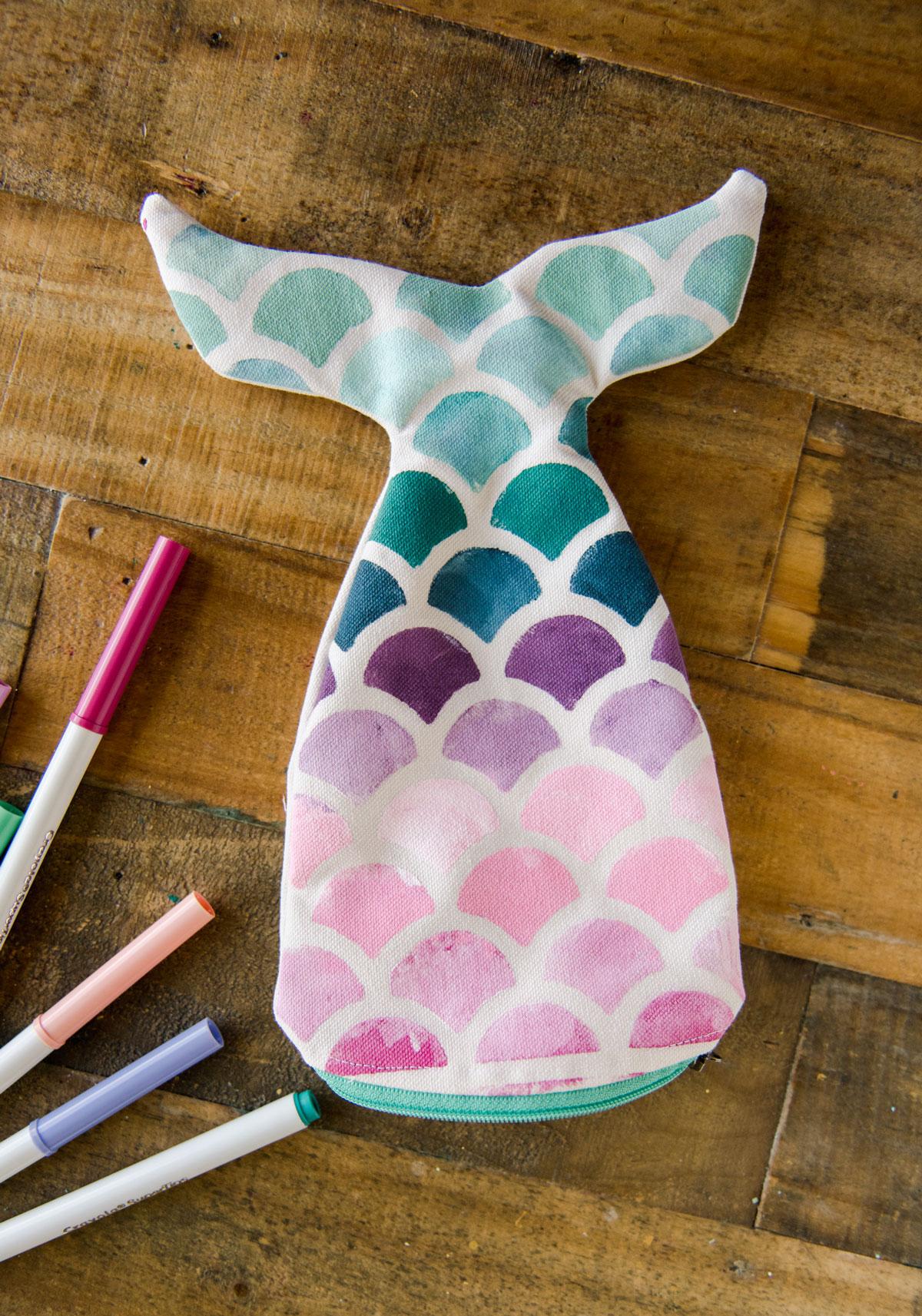 Mermaid zipper pouch, Mermaid pouch DIY, Mermaid cricut project, Mermaid sewing project, mermaid back to school bag, mermaid bag DIY