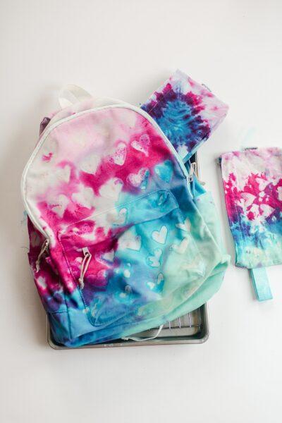 Heart Tie Dye DIY, DIY how to, How to do one-step tie dye, Tie Dye glue resist