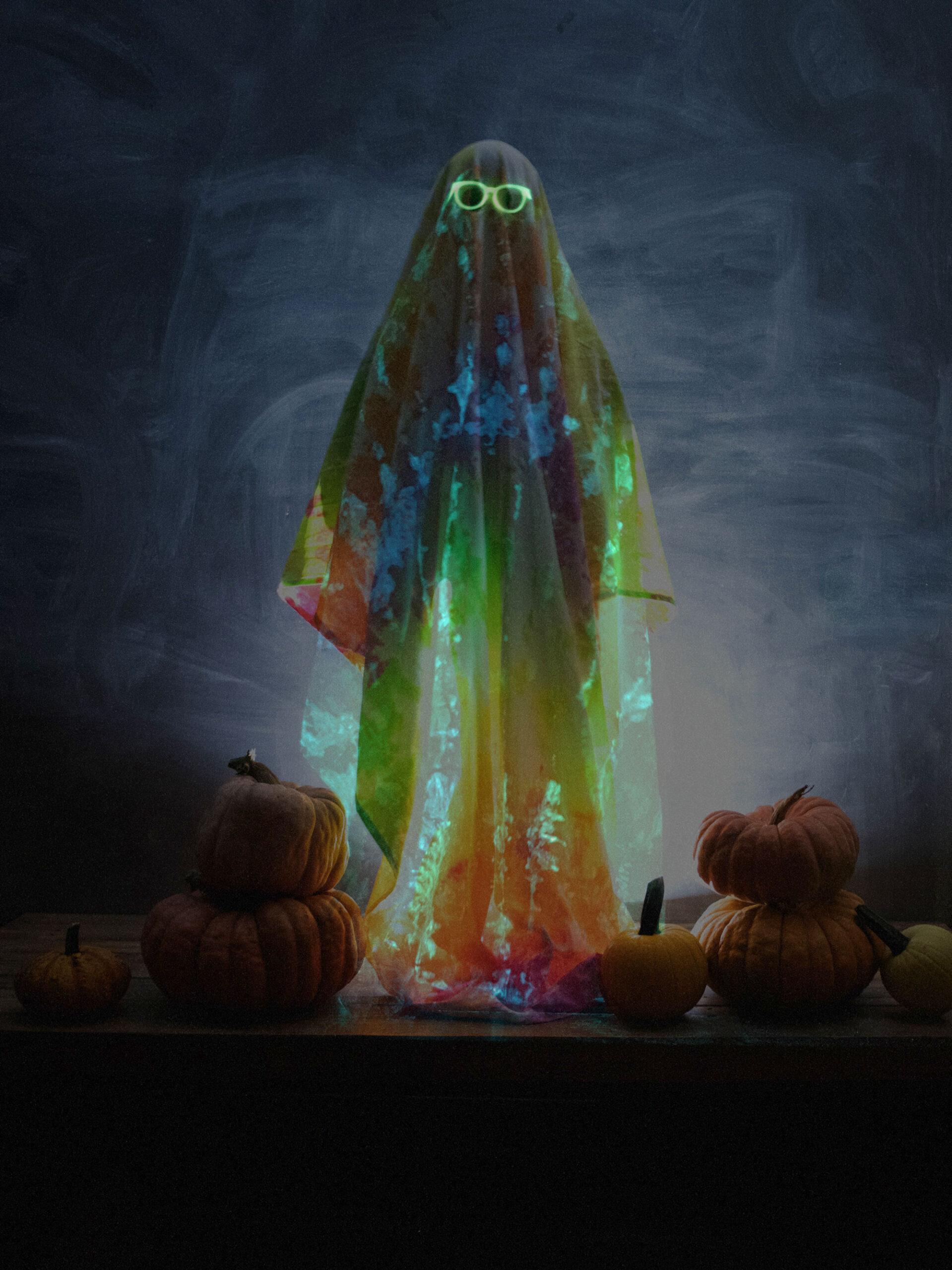 Glow in the dark tie dye, glow in the dark Halloween costume, Halloween costume idea, glow in the dark Halloween ideas